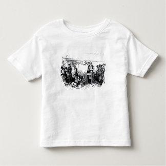 Les femmes et les enfants faisant des chaussures t-shirt pour les tous petits