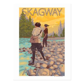 Les femmes pilotent la pêche - Skagway, Alaska Carte Postale