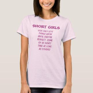 Les filles courtes sont T-shirt parfait