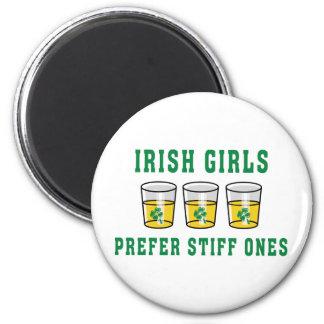 Les filles irlandaises préfèrent le Stiff ceux Aimants