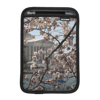 Les fleurs de cerisier en fleur dans le Washington Housse iPad Mini