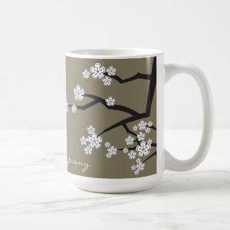 Les fleurs de cerisier Sakuras blanc fleurissent l
