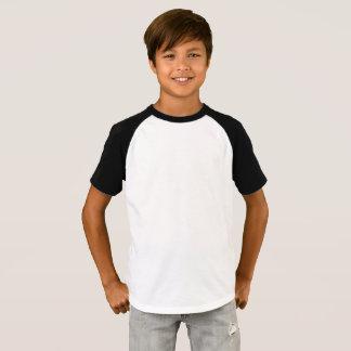 Les garçons court-circuitent le T-shirt de raglan