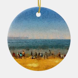 Les gens à la plage ornement rond en céramique