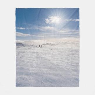 Les gens marchant au-dessus de la neige, Islande
