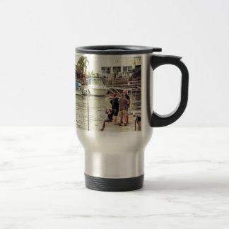 Les gens sur le pilier 1 mug de voyage