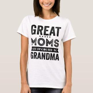 Les grandes mamans obtiennent favorisées à la t-shirt