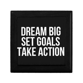 Les grands buts rêveurs d'ensemble agissent la petite boîte à bijoux carrée