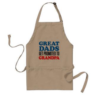 Les grands papas obtiennent favorisés au tablier