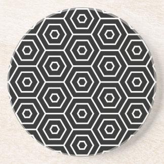 Les hexagones donnent au motif géométrique dessous de verre