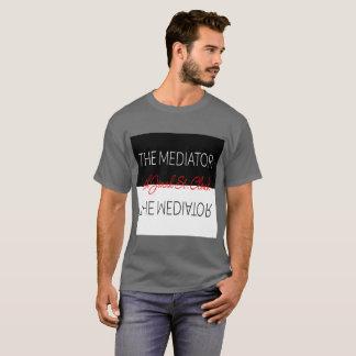 Les hommes de T-shirt de médiateur
