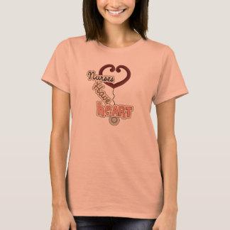 Les infirmières de stéthoscope ont le T-shirts et