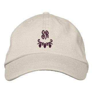 Les initiales élégantes de monogramme ont brodé le casquette brodée