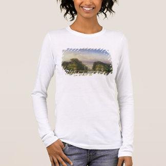 Les jardins de Tuileries, avec l'Arc de Triomphe T-shirt À Manches Longues