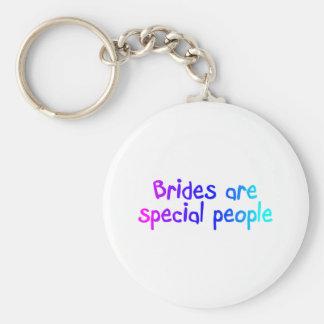 Les jeunes mariées sont les personnes spéciales porte-clé