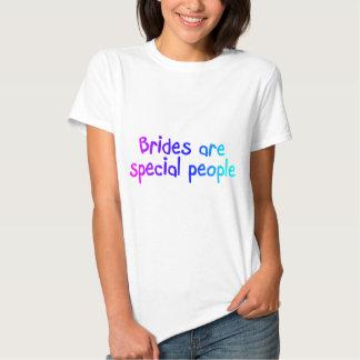 Les jeunes mariées sont les personnes spéciales t-shirt