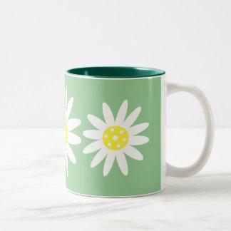 Les jolies marguerites de bande dessinée blanches  mug