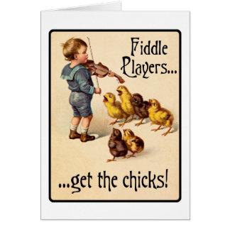 Les joueurs de violon obtiennent aux poussins la cartes