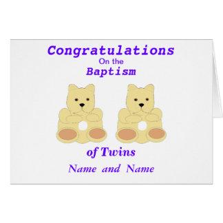 Les jumeaux de baptême de félicitations ajoutent d cartes de vœux