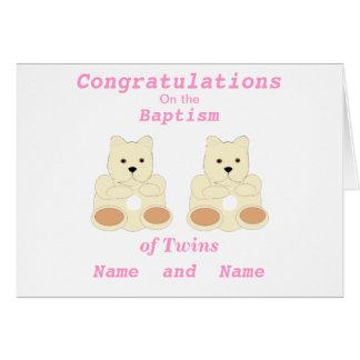 Les jumeaux de baptême de félicitations ajoutent d carte de vœux
