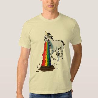 Les licornes vomissent des arcs-en-ciel t-shirt