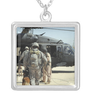 Les maitres-chien de chien d'utilité militaires pendentif carré