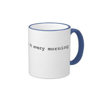 Les maîtres de bousculade le font chaque matin mug ringer
