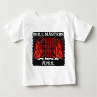 Les maîtres de gril sont nés en avril t-shirt pour bébé