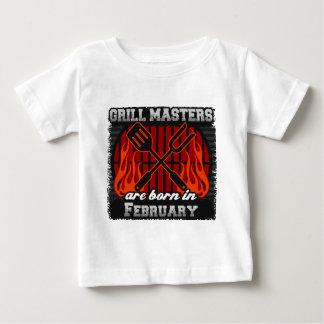 Les maîtres de gril sont nés en février t-shirt pour bébé