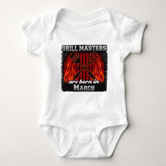Les maîtres de gril sont nés en mars body