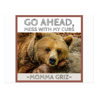 Les mamans Griz d'ours de mamans vont en avant Carte Postale