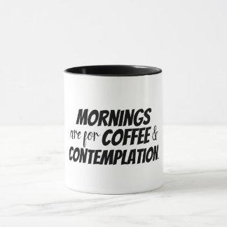 Les matins sont pour le café et la tasse de
