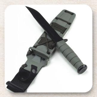 les militaires combattent le style de ka-barre de sous-bock