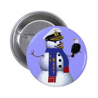 Les militaires de marine se boutonnent badges