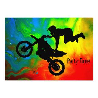 Les motocross dans éruption faire-parts