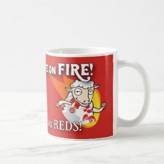 Les moutons sont sur la tasse du feu