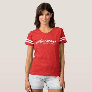 Les narrateurs donnent le jersey du ftball des t-shirt