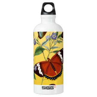 les papillons mélangent le jaune bouteille d'eau en aluminium