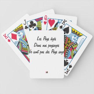Les pays âgés dans nos paysages ne sont pas des jeu de cartes