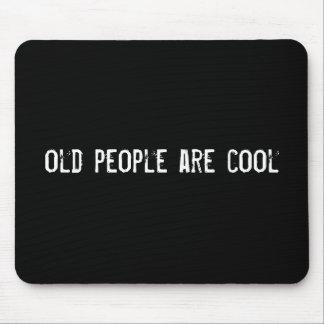 les personnes âgées sont fraîches tapis de souris