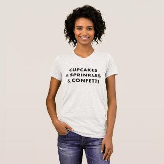 Les petits gâteaux et arrose et des confettis - t-shirt