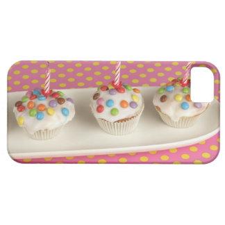 Les petits pains d'anniversaire avec le glaçage, étuis iPhone 5