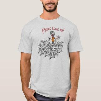 Les pigeons m'effrayent par des studios de Mudge T-shirt