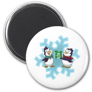 """Les pingouins """"refroidissent le Noël """" Magnet Rond 8 Cm"""