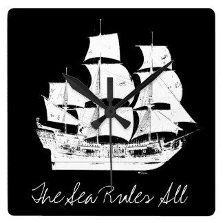 Les pirates du 5 % des Caraïbes pipe% la mer Horloge Carrée