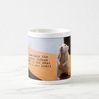 Les plus petites choses prennent la plupart de mug