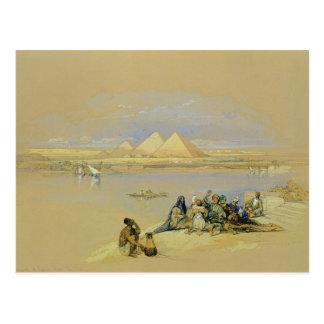 Les pyramides à Gizeh, près du Caire (la semaine) Carte Postale