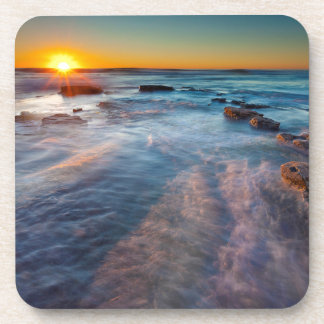 Les rayons de Sun illuminent l'océan pacifique Sous-bocks