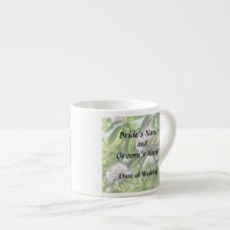 Les rhododendrons sont dans des produits de tasse expresso