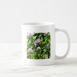 Les rhododendrons sont en fleur mug